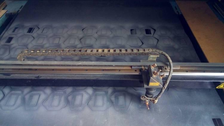 Лазерная резка различных материалов